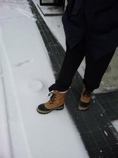 雪の日の足元.JPG